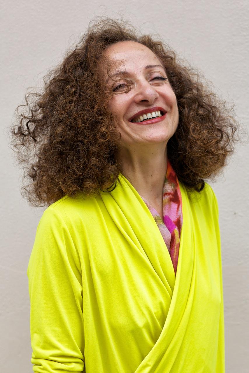 Mima, portrait photographique. Rire est essentiel à la vie.